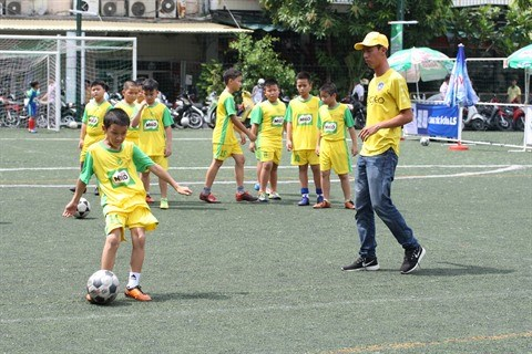 Ho Chi Minh-Ville developpe la pratique du football a l'ecole hinh anh 2