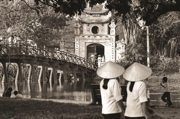 Publication d'un livre de photos sur Hanoi d'un ancien diplomate britannique hinh anh 1