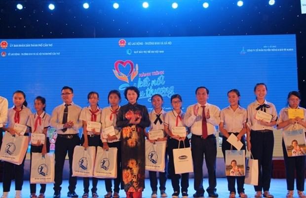 Programmes caritatifs en faveur des enfants de Can Tho, Dak Lak et Quang Nam hinh anh 1