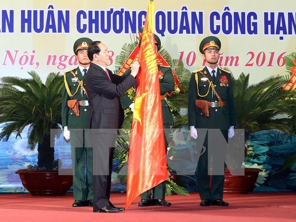 Commemoration de la 70e Journee traditionnelle des forces armees de Hanoi hinh anh 1
