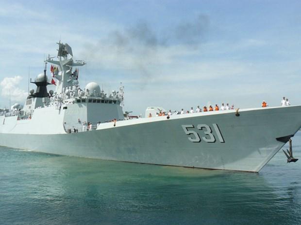 Des navires de la Marine chinoise au port de Cam Ranh hinh anh 1