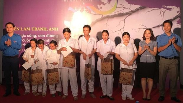 Les jeunes se donnent la main pour adoucir la douleur de l'agent orange hinh anh 1