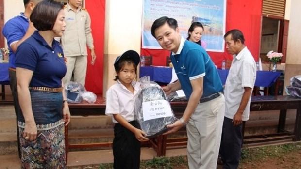 Vietnam Airlines : remise de bourses scolaires a des enfants handicapes laotiens hinh anh 1