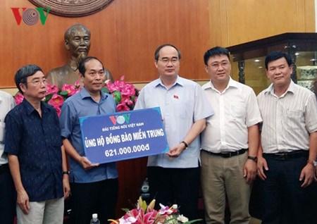 Le Front de la Patrie du Vietnam collecte des fonds pour les sinistres du Centre hinh anh 1