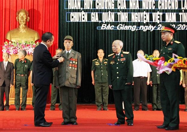 Le Laos met a l'honneur des volontaires et experts de Bac Giang hinh anh 1