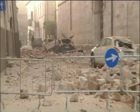 Seisme en Italie : aucun Vietnamien dans la liste des victimes hinh anh 1