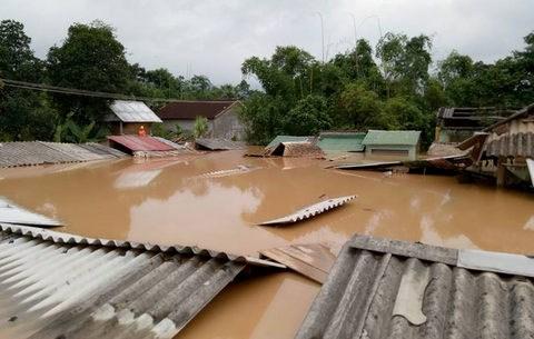 Crues et inondations: aide continue aux sinistres du Centre hinh anh 1
