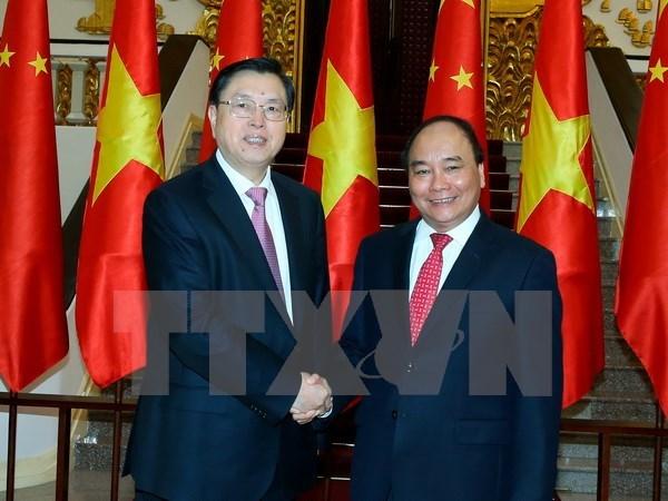 Le Premier ministre Nguyen Xuan Phuc recoit le president de l'APN de Chine hinh anh 1