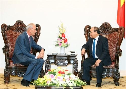 Le Premier ministre recoit les ambassadeurs serbe et portugais hinh anh 2
