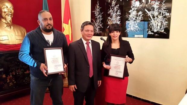Le Prix national vietnamien de l'information pour l'etranger decerne a des journalistes algeriens hinh anh 1