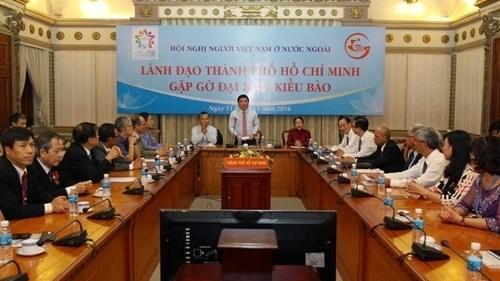 Les delegues Viet kieu recus par les autorites de HCM-Ville hinh anh 1