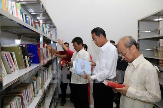 Ouverture d'une bibliotheque au siege de l'Association generale des Vietnamiens du Laos hinh anh 1