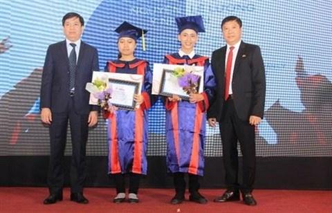 Remise des bourses d'etudes aux 51 laureats des universites du Sud hinh anh 1