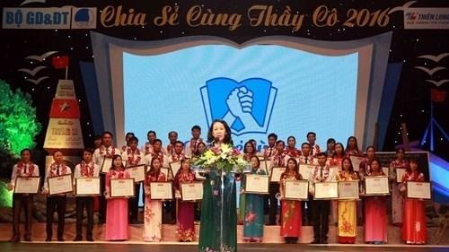 Des enseignants en mission dans les zones insulaires a l'honneur hinh anh 1