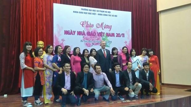 L'ambassadeur americain visite l'Ecole normale superieure de Hanoi hinh anh 1