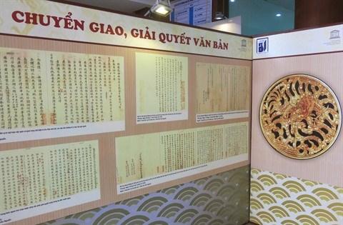 Chau ban: une centaine de documents de la dynastie des Nguyen exposes a Hanoi hinh anh 3
