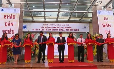 Chau ban: une centaine de documents de la dynastie des Nguyen exposes a Hanoi hinh anh 1