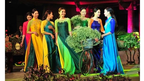 Les habits typiques des femmes Kinh au Nord du Vietnam hinh anh 1