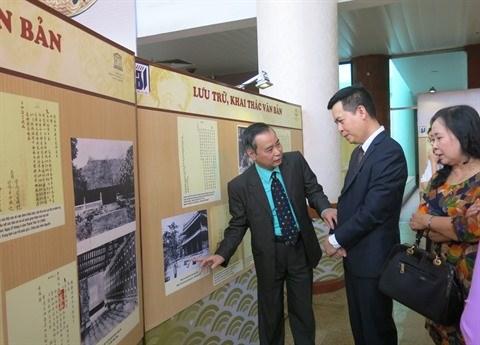Chau ban: une centaine de documents de la dynastie des Nguyen exposes a Hanoi hinh anh 2