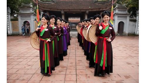 Les habits typiques des femmes Kinh au Nord du Vietnam hinh anh 2