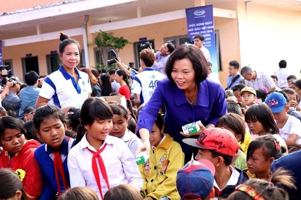 Vinamilk apporte du lait aux enfants demunis de Dak Nong hinh anh 1