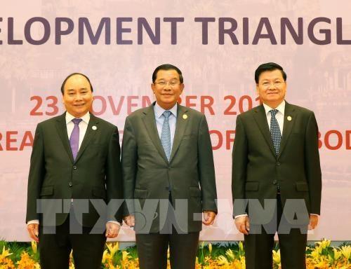 Le PM vietnamien termine sa participation au 9e Sommet CLV hinh anh 1