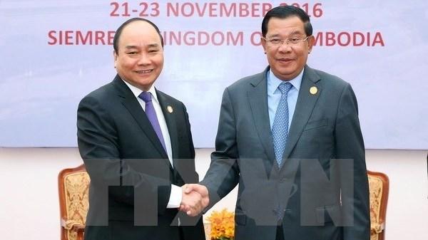 Le PM vietnamien s'entretient avec son homologue cambodgien hinh anh 1