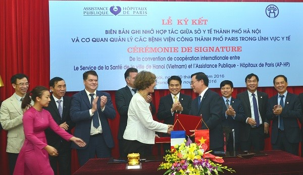 Hanoi renforce la cooperation avec Paris dans la sante hinh anh 1