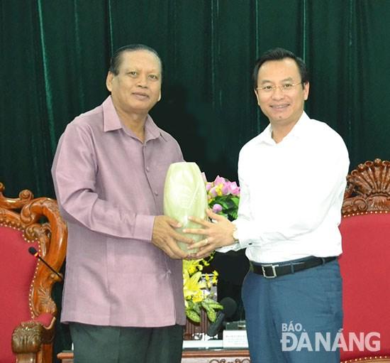 Da Nang et Champassak entretiennent d'une solide cooperation hinh anh 1