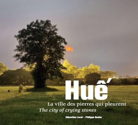 Une exposition photographique et la presentation d'un livre sur la ville de Hue en France hinh anh 1
