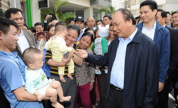 Le Premier ministre rend visite aux residences sociales a Dang Xa hinh anh 1
