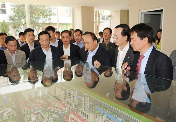 Le Premier ministre rend visite aux residences sociales a Dang Xa hinh anh 2