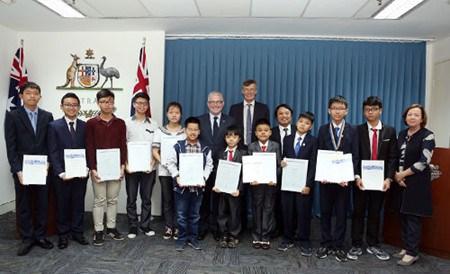 Des eleves vietnamiens honores a l'ambassade d'Australie hinh anh 1