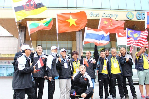 Arrivee de la course automobile internationale Chine-ASEAN (CAITA) en Indonesie hinh anh 1
