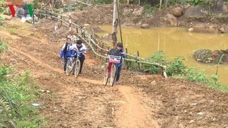Dans la province de Lao Cai : la bicyclette du savoir hinh anh 1