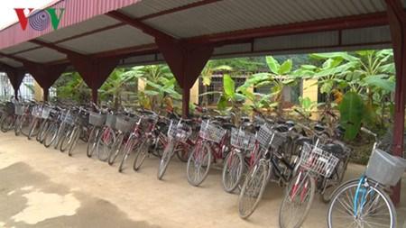 Dans la province de Lao Cai : la bicyclette du savoir hinh anh 2