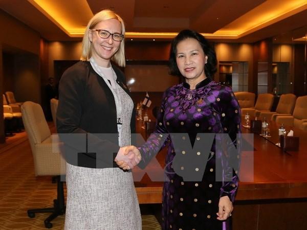 La presidente de l'AN vietnamienne rencontre ses homologues finlandaise et emiratie hinh anh 1