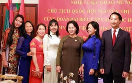 Nguyen Thi Kim Ngan rencontre des Vietnamiens aux Emirats arabes unis hinh anh 1