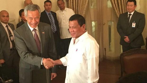 Les dirigeants singapourien et philippin discutent le traitement des defis transnationaux hinh anh 1