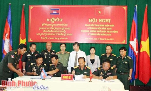 Le Vietnam et le Cambodge s'efforcent d'edifier une ligne frontaliere de paix hinh anh 1