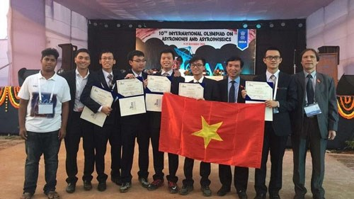 Des Vietnamiens primes aux Olympiades internationales d'astronomie et de physique astronomique hinh anh 1