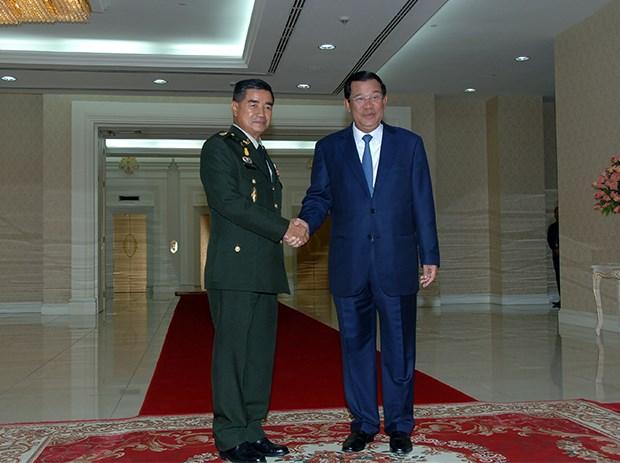 Cambodge et Thailande renforcent la cooperation entre leurs armees hinh anh 1