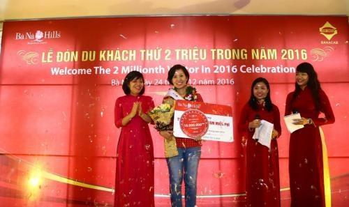 Le Vietnam accueille son 10 millionieme touriste etranger hinh anh 2