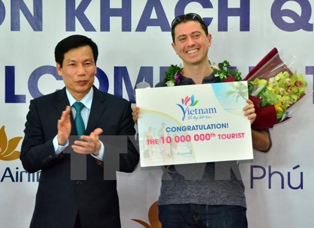 Le Vietnam accueille son 10 millionieme touriste etranger hinh anh 1