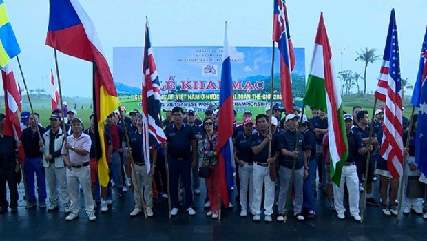 Ouverture du tournoi de golf pour les Vietnamiens de l'etranger 2017 hinh anh 1