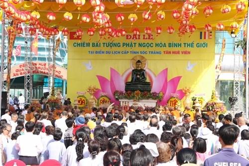 Soc Trang accueille la statue du Bouddha de Jade pour la paix universelle hinh anh 1