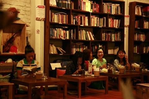 Le cafe-librairie, un concept en vogue a Hanoi hinh anh 1
