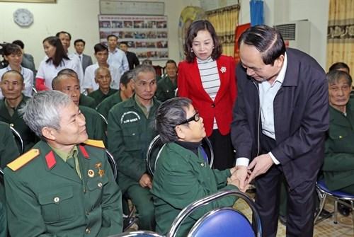 Le president Tran Dai Quang rend visite a des invalides de guerre a Ninh Binh hinh anh 1
