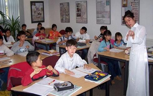 Promouvoir l'enseignement du vietnamien pour les Viet kieu hinh anh 1