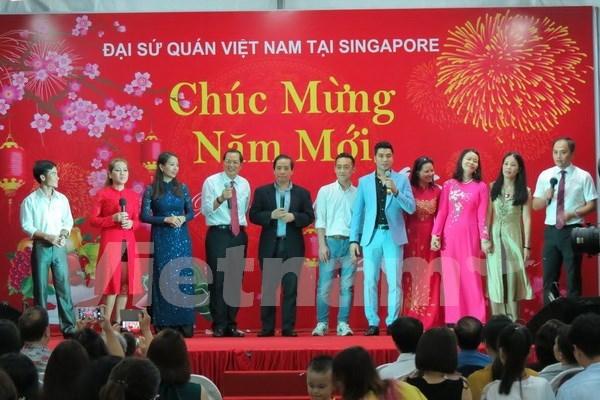 Tet : rencontre entre Viet Kieu a Singapour hinh anh 1